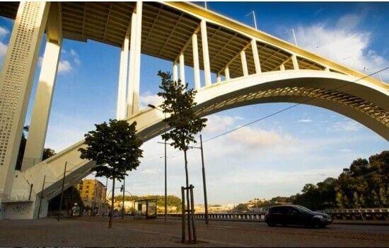 Na data da inauguração, era a ponte com maior arco de betão armado do mundo