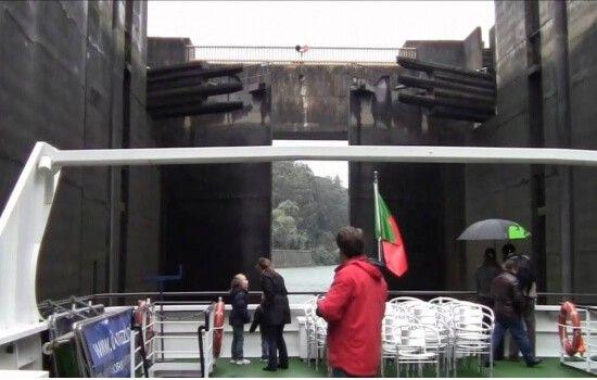 O processo de eclusagem atrai turistas de todo o mundo e surpreende qualquer passageiro