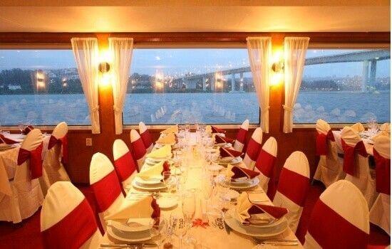 Surpreenda a sua cara metade com um jantar num cruzeiro
