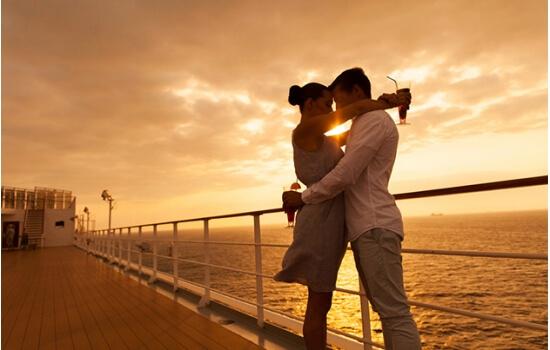 Um cruzeiro pelas margens ribeirinhas é ideal para uma noite de romance