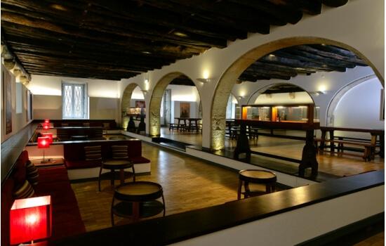 Uma visita às caves, com prova de vinhos do Porto, será o término ideal para um romance diurno