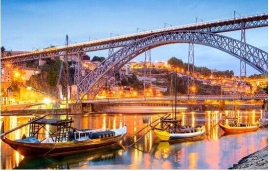 A Ponte Luís I é uma das mais icónicas pontes de Portugal
