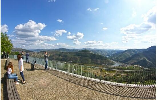 É impossível não apreciar as mais belas paisagens do vale Vinhateiro