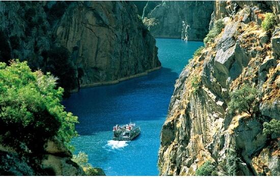 Um cruzeiro pelas margens do Parque Natural do Douro Internacional é definitivamente uma experiência a ter