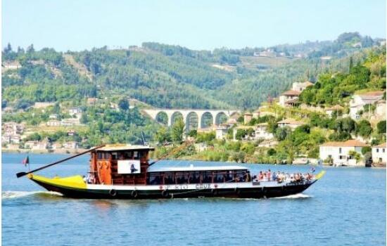 Um cruzeiro em Barco Rabelo é um momento encantador