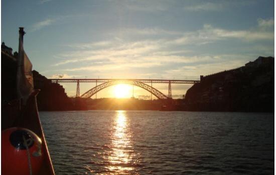 Um cruzeiro pelas 6 pontes do rio douro será sempre uma experiência gratificante