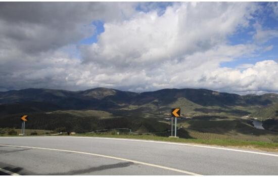 Apesar de sinuosas, as estradas até Barca d'Alva escondem as mais belas paisagens