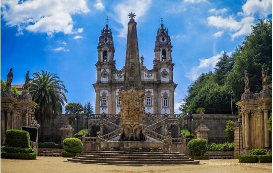 O Santuário da Nossa Senhora dos Remédios é um local de visita obrigatória em Lamego