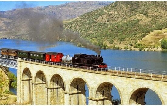A Estação de Comboios da Régua é o ponto de partida para algumas das melhores viagens pelo Douro