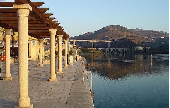 Antigamente usado pelos famosos Barcos Rabelos, o Cais da Régua acolhe agora os navios dos fantásticos Cruzeiros no Douro